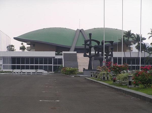 Gedung MPR DPR DPD (Wikimedia.org)
