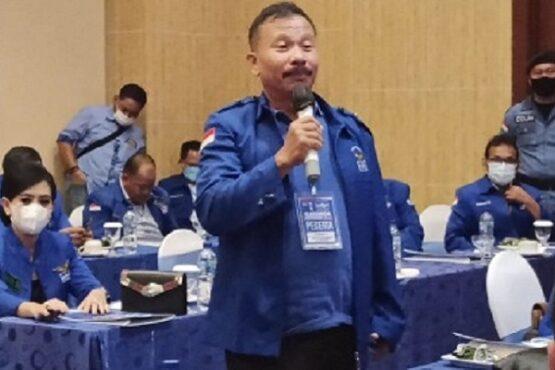 Ketua DPC Partai Demokrat Kabupaten Pekalongan, Mashadi, dalam jumpa pers di Hotel Grand Candi, Kota Semarang, Jumat (5/3/2021). (Semarangpos.com-Imam Yuda S.)