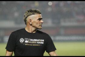 Cristian Gonzales Pakai Kaus Berlogo Persis Solo, Mau Gabung?