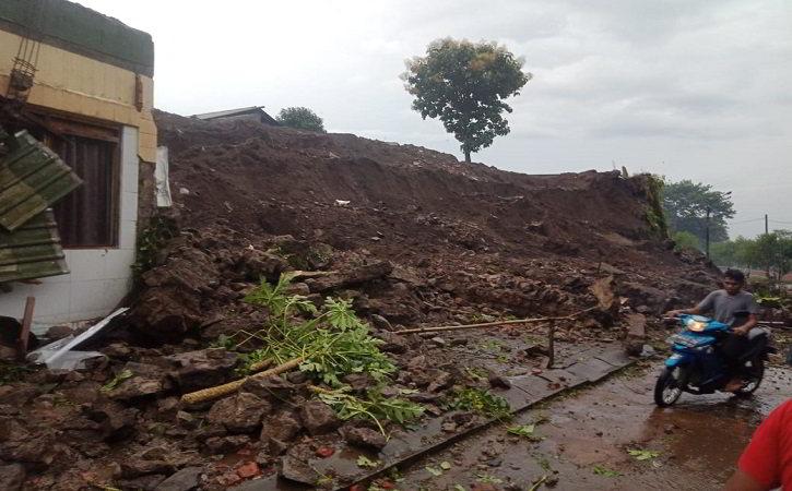Jalur Masuk Ponpes di Desa Tanduk Ampel Boyolali Tertimbun Longsor