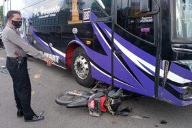 Detik-Detik Bus Tabrak Motor di Perempatan Kebakkramat Karanganyar Terekam CCTV?