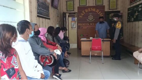 Tujuh PSK dan tiga lelaki dibawa ke Mapolresta Solo setelah tertangkap di kawasan Kestalan dan Gilingan, Banjarsari, Solo, Jumat (5/3/2021). (Istimewa)