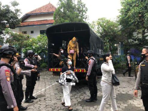 Sejumlah pekerja seks komersial atau PSK ditangkap jajaran Polresta Solo dalam operasi pekat, Selasa (2/3/2021). (Istimewa/Polresta Solo)