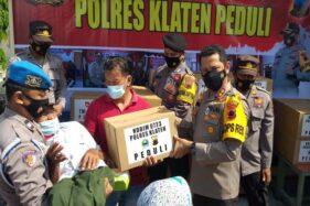 Polres Klaten Beri Bantuan Sembako untuk Warga Terdampak Pandemi di Gantiwarno