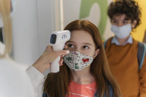 Virus Corona di Surabaya Infeksi Anak-Anak, Orang Tua Wajib Waspada!