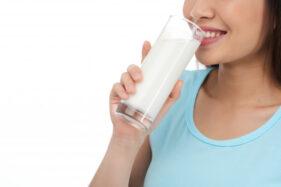 Kapan Waktu Terbaik untuk Minum Susu, Sebelum atau Sesudah Makan?