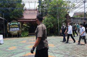 Ibunda Hasto Kristiyanto Tutup Usia, Jokowi Turut Melayat