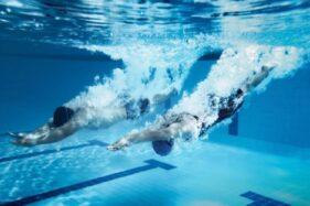 Hukum Berenang Saat Puasa, Batal Enggak Ya?