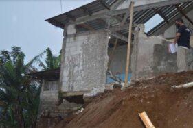 Hujan Deras Picu Tanah Longsor di Jatiyoso Karanganyar, 2 Rumah Terdampak