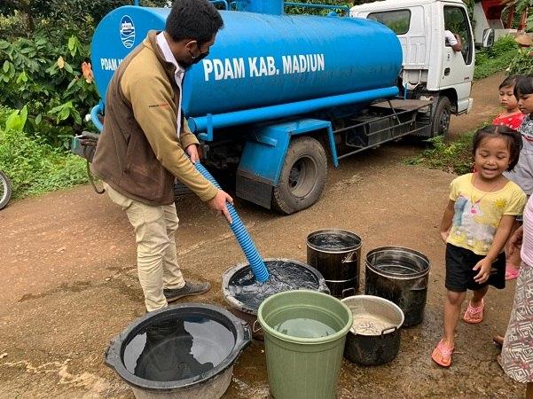 Pipa Rusak Diterjang Banjir, 1.100 Keluarga di Madiun Kesulitan Air Bersih