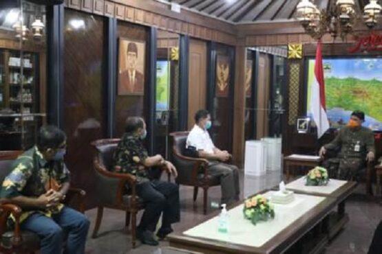Gubernur Jateng, Ganjar Pranowo, menerima tim peneliti vaksin Nusantara di kantornya,Kota Semarang, Kamis (22/4/2021) siang. (Semarangpos.com-Humas Pemprov Jatenng)