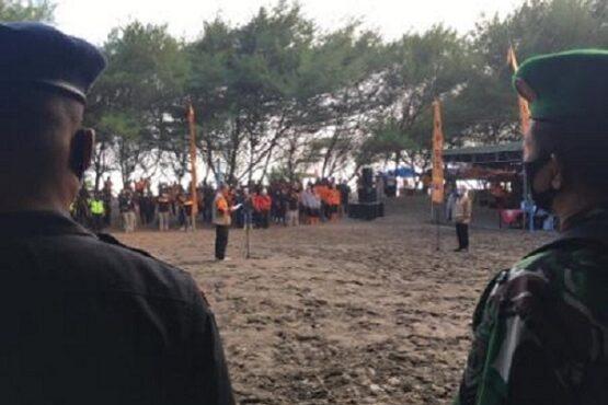 Bupati Bantul Abdul Halim Muslih saat memberikan arahan apel Hari Kesiapsiagaan Bencana (HKB) di Pantai Cemara Sewu Parangtritis Kretek Bantul, Minggu (25/4/2021) sore. (Harian Jogja-Jumali)