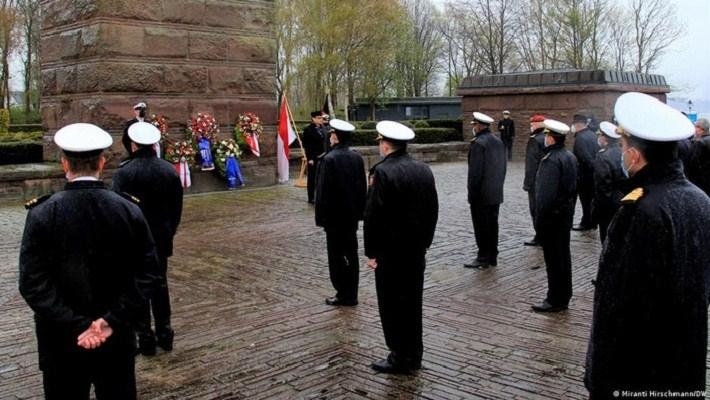 AL Jerman Gelar Upacara Penghormatan Kru KRI Nanggala-402