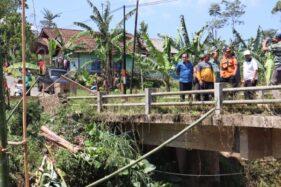 Masuk Segitiga Emas, Bupati Budhi Sarwono Minta Pembangunan Jembatan Penghubung Dieng-Banjarnegara Dikebut