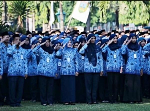 Jokowi Teken PP, PNS Bolos 10 Hari Bisa Dipecat