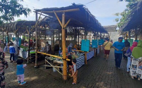 Suasana Pasar Pundensari yang ada di Desa Gunungsari, Kecamatan Madiun, Kabupaten Madiun, Minggu (11/4/2021) pagi. (Abdul Jalil/Madiunpos.com)