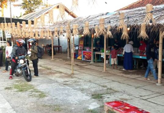 Pasar Ramadan Ringinputih berlokasi di jalan Borobudur-Salaman. (Beritamagelang.id)