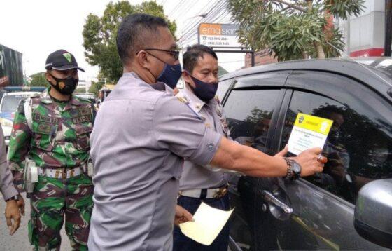 Sosialisasi sanksi larangan parkir di jalan-jalan khusus di Kudus (Antara)