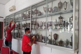 Ratusan Trofi Bersejarah Persis Solo Diusulkan Dipajang di Stadion Manahan