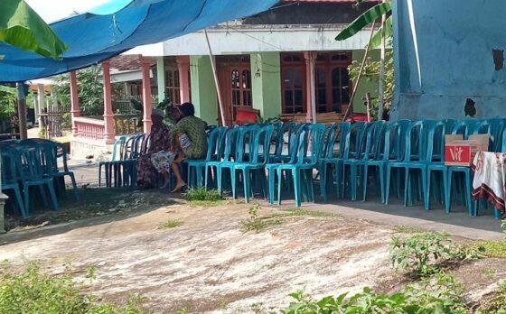 Suasana rumah duka di Dukuh Krandegan, Mojorejo, Karangmalang, Sragen, cukup lengang lantaran jasad Mustikawati dibawa ke RSUD Moewardi Solo untuk diautopsi, Minggu (11/4/2021). (Solopos/Moh. Khodiq Duhri)