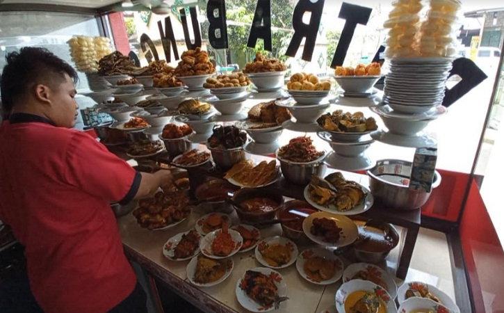 Cerita Kakak-Adik Asal Sragen Sukses Bikin Rumah Makan Padang, Awalnya Cuma Jadi Tukang Cuci Piring
