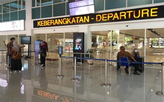 Suasana terminal keberangkatan Bandara Adi Soemarmo, Jumat (16/4/2021). (Solopos-Farida Trisnaningtyas)