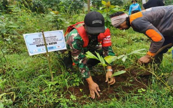 Merayakan HUT ke-29, SMA Negeri 1 Batur Banjarnegara menggelar aksi peduli lingkungan dengan penanaman ribuan pohon Macadamia di lahan strategis, Selasa (6/4/2021).(Istimewa)