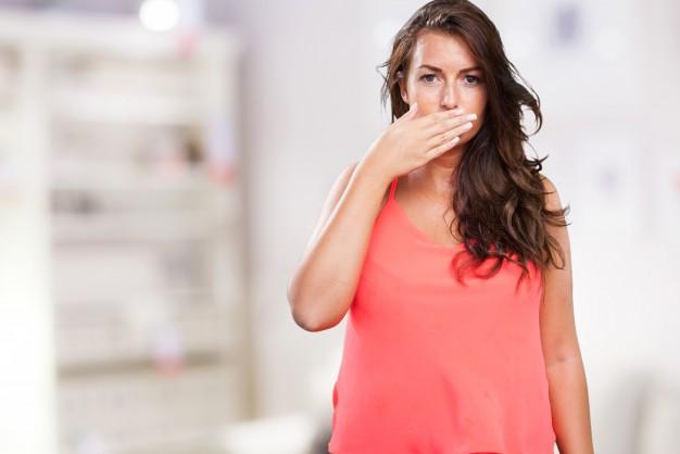 Cegah Bau Mulut? Jaga Kesegaran Napas dengan Cara Ini
