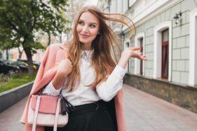Kepribadian Orang Bisa Dilihat dari Cara Membawa Tas Loh