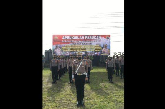 Aparat keamanan mengikuti apel Operasi Keselamatan Candi 2021 di Mapolres Klaten, Senin (12/4/2021). (Istimewa/Polres Klaten)