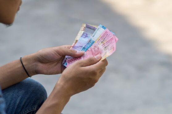 Ilustrasi atur keuangan di Bulan Puasa (Freepik)