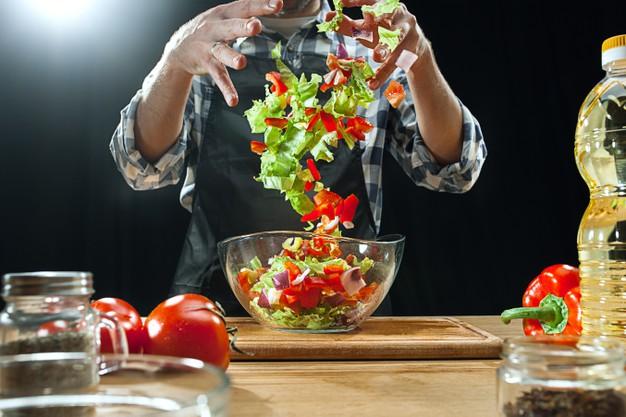 Ilustrasi makanan sehat tentukan kesehatan mental. (Freepik)