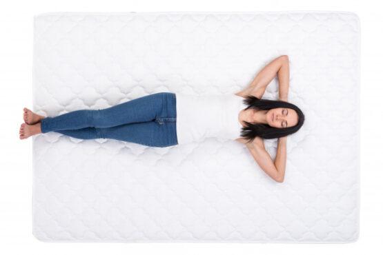 Ilustrasi tidur tanpa bantal (Freepik)