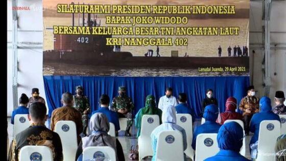 Presiden Jokowi temui keluarga awak KRI Nanggala-402 di Lanudal Sidoarjo, Jawa Timur, Kamis (29/4/2021). (Dok Biro Sekretariat Presiden/detik.com)