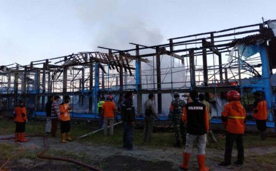 Api menghanguskan kandang ayam di Dawung, Desa Bandardawung, Tawangmangu, Karanganyar, Jumat (23/4/2021). (Istimewa-dok. Polsek Tawangmangu)