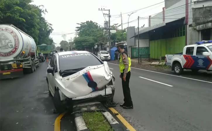 Kecelakaan Karambol di Jl Ki Mangun Sarkoro Solo, 4 Mobil Rusak Parah