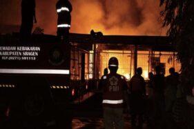 Kebakaran Hanguskan Rumah dan Toko Grosir Pertanian di Masaran Sragen