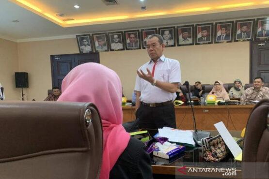 Direktur Bina Haji Kementerian Agama (Kemenag) Khoirizi Dasir dalam acara Pembekalan Petugas Media Center Haji 1440 H/2019 di Kantor Kemenag Jakarta, Senin (24/6/2019). (Antara)