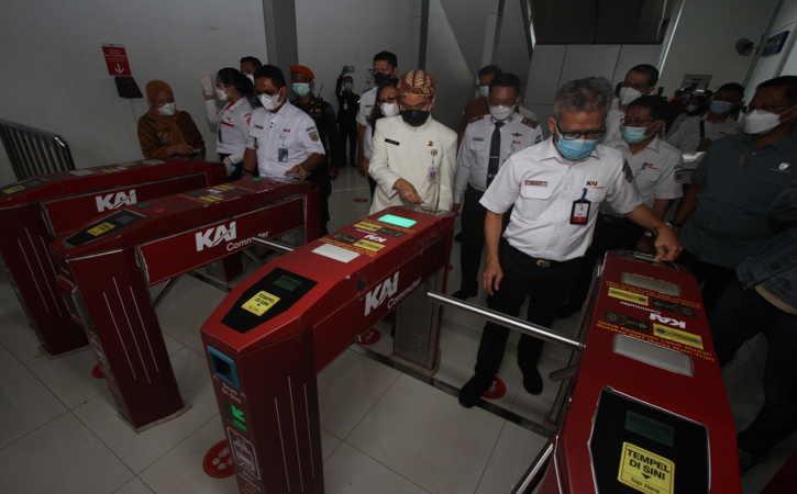 KCI Luncurkan KMT KRL Edisi Solo, Ada Gambar Mangkunegaran dan Tugu Pemandengan