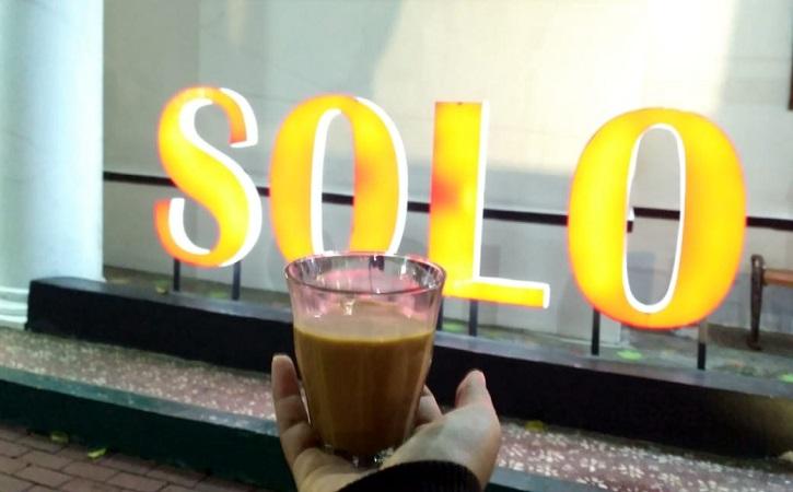 Ngopi di depan Rutan Solo. (Solopos/Chelin Indra Sushmita)