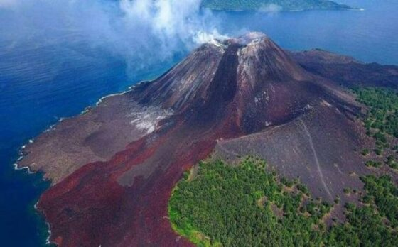 Gunung Krakatau menjadi bagian wisata di Banten. (Istimewa/indonesia.go.id)