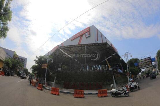 Parkir liar di depan Lawu Plaza Kota Madiun ditertibkan Dishub karena membahayakan pengguna jalan lain. (Madiuntoday.id)