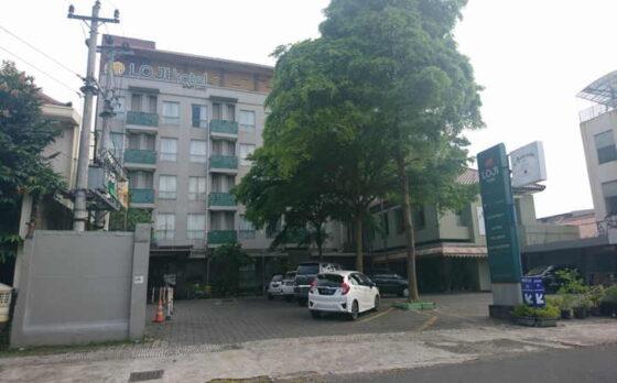 Kawasan sekitar Loji Hotel Solo, Jl. Hasanudin No.134 Punggawan Banjarsari tampak lengang, Senin (5/4/2021) sore. Hotel itu menjadi salah satu kandidat mes pemain Persis Solo musim ini. (Chrisna Caniscara/Solopos)