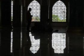 Larangan Iktikaf di Masjid Klaten hingga Zakat Fitrah Diantar ke Rumah