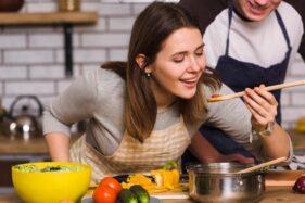 Hukum Mencicipi Makanan Saat Puasa, Bikin Batal Enggak Ya?