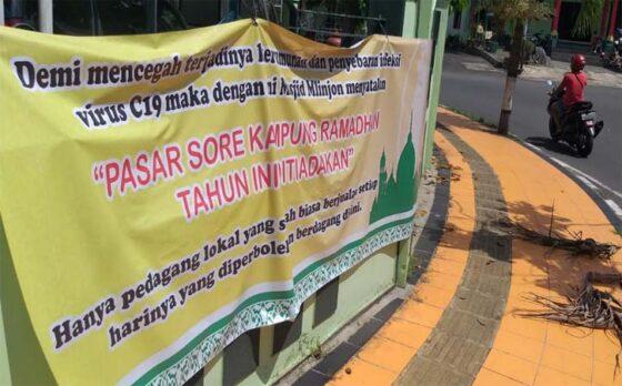 Spanduk Pasar Sore Kampung Ramadan ditiadakan terpasang di kawasan Masjid Mlinjon, Tonggalan, Klaten Tengah, Selasa (13/4/2021). (Solopos-Ponco Suseno)