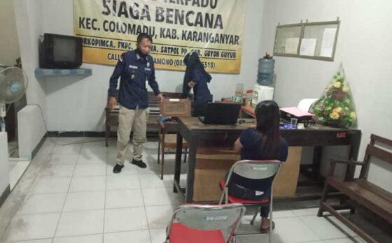 Petugas Satpol PP Karanganyar menertibkan pekerja seks komersial (PSK) di Colomadu Sabtu (17/4/2021) malam. (Istimewa/ Satpol PP Karanganyar)