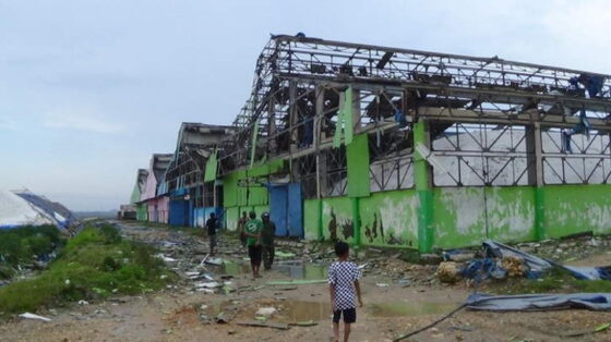 Atap bangunan di Sumenep porak poranda setelah diterjang puting beliung, Sabtu (3/4/2021) siang, (detik.com)