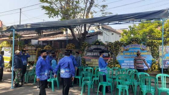 Suasana rumah duka keluarga Serda Lis Diyut Subandriyo di Jl. Salak, Kota Madiun, didatangi para pelayat, Selasa (27/4/2021) pagi. (Solopos.com/Abdul Jalil)