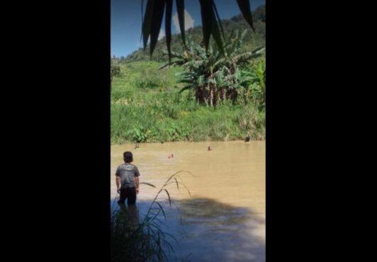 Pencarian dua anak yang tenggelam di Kedung Blumbung, Dusun Sedayu, Desa Semen, Kecamatan Jatisrono, Wonogiri, Jumat (16/4/2021). (Istimewa)